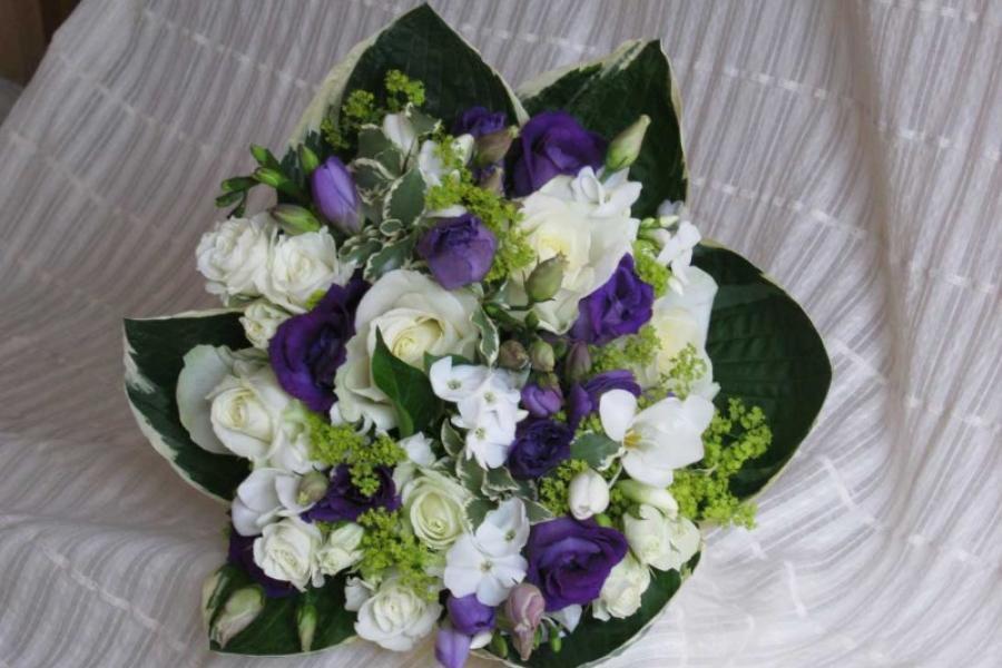 Bouquet blanc vert et violet